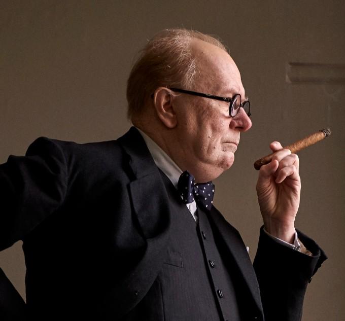 Гари Олдман като Чърчил