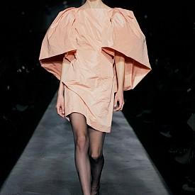 Givenchy есен-зима 2019-2020 в прасковено розово