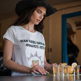 Фотограф: Пламен Гаврилов /  Модел: Роси Здравкова  / Тениска: RedMeth Couture