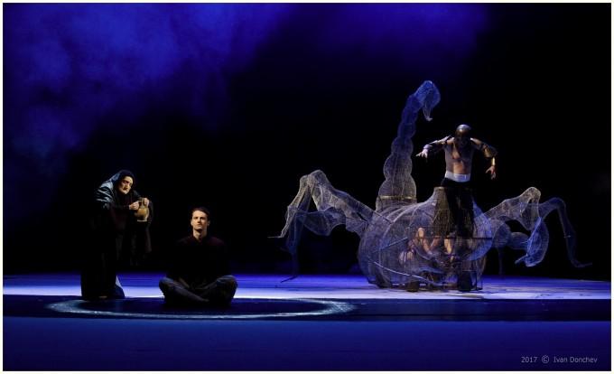 """Сценографията и костюмите в """"Последното изкушение"""" са на Мариета Голомехова."""