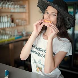Фотограф: Пейо Пеев / Модел: Роси Здравкова  / Тениска: RedMeth Couture