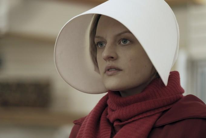 """Елизабет Мос в """"Историята на прислужницата"""""""