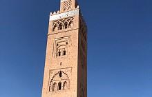 """Обиколката ни започна с построената през XII век джамия """"Кутубия"""", чието минаре се извисява на 69 метра. Храмът е прекрасен образец на мавърската култура и архитектура. В града е забранено да се издигат сгради, по-високи от джамията."""
