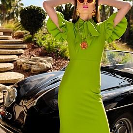 Рокля GRETA CONSTANTINE, слънчеви очила ADAM SELMAN x LE SPECS, бижута JUDE BENHALIM, обувки CHLOE GOSSELIN  Снимки GIULIANO BEKOR, стайлинг AMY LU, грим ANTHONY MERANTE, коса MARCIA HAMILTON, модел MORGAN GILFENDAIN