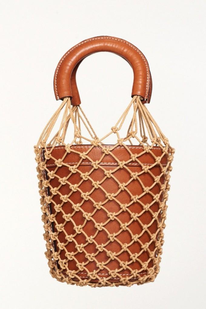 Модел мрежеста торба с дръжки и саксия от луксозна кожа на цени от 240 до 450 евро в сайта на американската марка Staud.