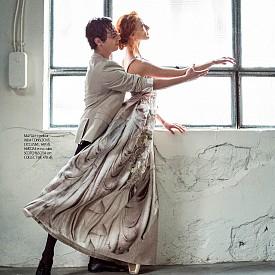 Марта е с рокля H&M CONSCIOUS EXCLUSIVE, 349 лв. Никола е със сако SCOTCH&SODA от COLLECTIVE, 470 лв.