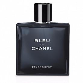 БЛИЗНАЦИ: мъжът, който никога не стои на едно място, очарова, съблазнява и омагьосва и със стила си, и с парфюмите си. За него е изключителният аромат Bleu De CHANEL! Уханието изпъква със своята благородна свежест, благодарение на цитрусовите акорди и експлозия от дървесни нотки. Вибриращ микс от кедър и амбър, ванилия и семена от тонка от Венецуела. Сандаловото дърво от Нова Каледония и мускус му придават гладък и плътен характер.