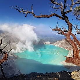 Езеро в Индонезия