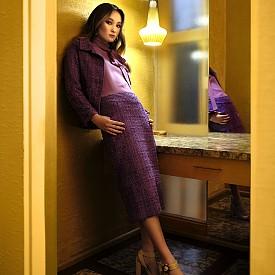 Блуза GUCCI, сако и пола HOUSE OF HEND, обувки CHLOE GOSSELIN, бижута MAISON LOUELLA  Снимки GIULIANO BEKOR, стайлинг AMY LU, грим ANTHONY MERANTE, коса MARCIA HAMILTON, модел MORGAN GILFENDAIN