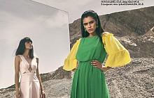 Блуза H&M, 34.99 лв., рокля LAUREN RALPH LAUREN от NOTOSGALLERIES, 389.21 лв., обувки MIGATO от NOTOSGALLERIES, 125 лв., обеци H&M, 14.99 лв. /  В огледалото тя е с рокля BCBGMAXAZRIA, 583 лв.