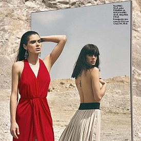 Пола PINKO, 592 лв., рокля FORNARINA от NOTOSGALLERIES, 252 лв., обеци H&M, 17.99 лв. /  В огледалото тя е с пола LA DOLLS от COLLECTIVE, 195 лв.
