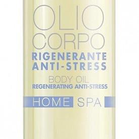 Regenerating Anti-Stress Body Oil - възстановяващо олио за тяло с екстракт от перла и бадемово масло. Нанасяйте след баня, когато кожата е най-възприемчива. С кръгообразен масаж разпределете върху цялото тяло като наблегнете на най-сухите участъци. Изчакайте да се абсорбира преди да се облечете. Богатата му подхранваща формула бързо попива и придава на кожата копринена мекота. Подхранва кожата без да я омазнява. Формула с високо съдържание на бадемово масло, известно с предпазващите и омекотяващите си качества, подобрява еластичността на кожата и я оставя сатенено мека. Натурален екстракт, известен като порцеланово цвете и екстракт от перла ревитализират кожата и й придават сияен тен. С релаксиращите си качества ароматерапевтичното масло от пачули обгръща незабавно тялото и ума с усещане, освобождаващо от стреса.