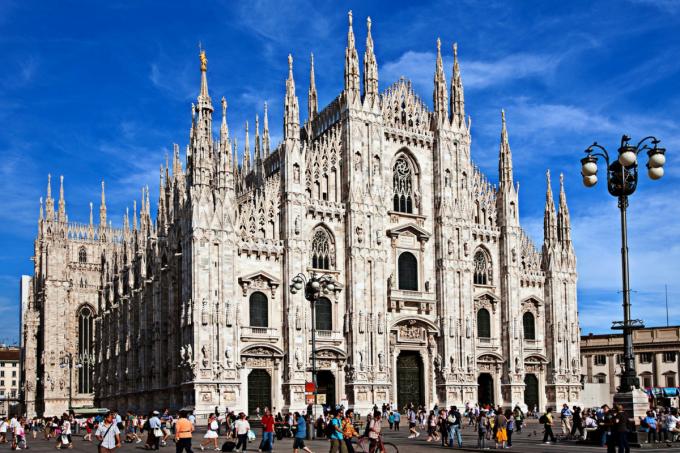 1. Duomo di Milano. Разходката из центъра на града несъмнено...