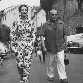 Американското оперно сопрано с гръцки корени Мария Калас и съпругът ѝ Джовани Батиста Менеджини на разходка в Портофино.
