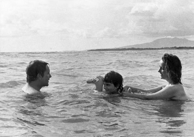 Елизабет Тейлър и Ричард Бъртън заедно с дъщерята на актрисата от Майк Тод – Лиза, 1963 г.