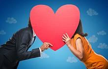 1. КАК ПРИЕМАМЕ ФЛИРТОВЕТЕ: Само флиртуваше с нея, или...? Още ли сте приятели с бившата във Facebook? Ревността е неизбежна, когато обичаме, и е нормално да се проявява в една или друга форма. Нужно е обаче откритост и желание за разговори, за да сме наясно кое е позволено и приемливо за нас.