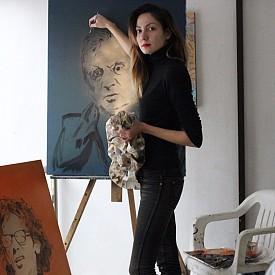 """29-годишната Сандра Блажева, която открива изложбата си """"Арт Икони"""""""