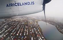 На път от Рейкявик, Исландия до Кулусук в Гренландия в най-малкия възможен самолет с пропели, който вероятно съществува.Полетът е час и половина надполузамръзнал океан.По-голямата част от пространството вътре всъщност е заето от товари и главно от опаковки плодове и зеленчуци, тъй катоподобни доставкисе осъществяватсамо два пъти годишно