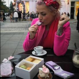 Поли Генова се наслаждава на макароните в Лондон
