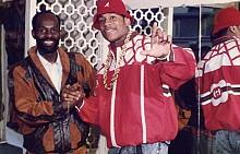 Дапер Дан заедно с LL COOL J облечен от него в лого яке на GUCCI