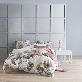 Спален комплект с флорален принт на THE FRENCH BEDROOM CO
