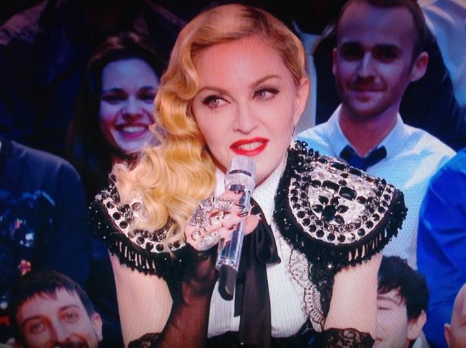 Мадона с елек