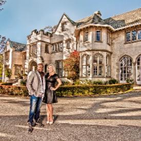 Глен и Шанън в дома им, разположен на Hollywood Hills.