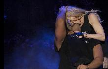 Дрейк обясни реакцията си на целувката на сцената