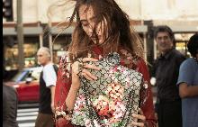 Улична фотография в есенната кампания на Gucci