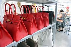 Отнема 48 часa да се създаде една чанта Birkin.