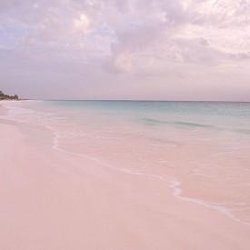 Розово като пясъка в Бахамите