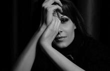 """Красивата и усмихната Мира Джамбазка: """"За мен това е да откривам себе си всеки ден!"""""""