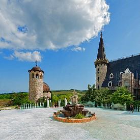 Замъкът разполага и със собствен параклис