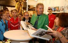 Олимпийски шампиони раздаваха автографи на Пролетния базар на книгата