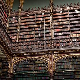 Real Gabinete Português de Leitura или Кралски португалски кабинет по четене е най-голямата съкровищница за португалска литература извън Португалия. Намира се в Рио де Жанейро, където през 1837 г. е създадена от група португалски имигранти.