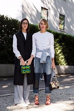 #2. Семпло означава класика.  Семплите дрехи са дълголетни – те са инвестиция: Инвестирайте в обемно палто или в класически семпъл пуловер, защото може да го носите с години.