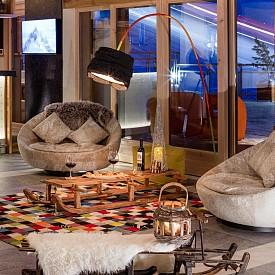 Старата шейна може да стане маса за чай или вино или просто акцент в интериора през зимата, както е в бара на хотел Pashmina.