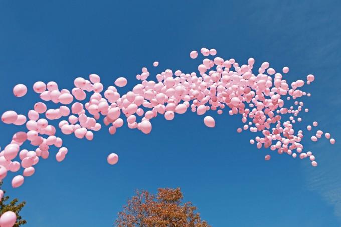 1200 розови балона полетяха в София