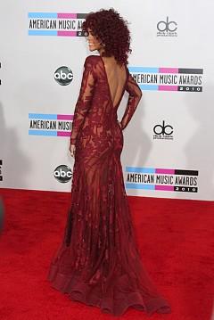 През 2010 г. на Церемонията за връчването на American Music Awards