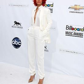 През 2011 г. на Церемонията по за връчването на музикалните награди на Billboard