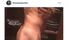 """Марк Джейкъбс """"случайно"""" публикува своя гола снимка"""