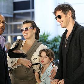 Йовович показа и двете си деца