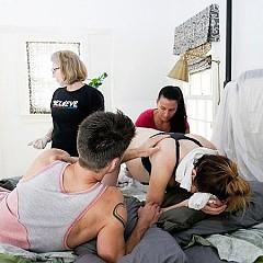 Ева Амури снима раждането на сина си