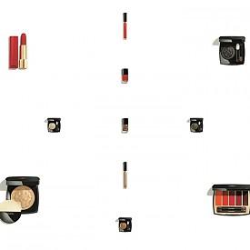 Chanel представя коледната си колекция  Collection Libre. В нея ще откриете два молива за очи, едно червило, два глоса, палитра червила, хайлайтър, четири единични сенки за очи и два лака за нокти.
