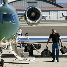 Харисън Форд има общо 8 самолета. Зеленият самолет Сесна 680 разполага с 9 места и струва 18 милиона долара.