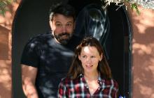 Бен и Дженифър са усмихнати