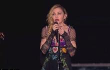 Мадона плаче на концерта си