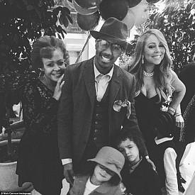 Марая Кери и Ник Кенън с децата им