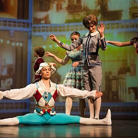 """На 6 април в Русе стартира турнето на""""Руския мултимедиен театър и балет"""". Трупата ще представи """"Лешникотрошачката"""" – емблематична приказна постановка в две действия по музика на Чайковски. Следват представления на 8 април в Габрово, 9 във Варна, 10 в Бургас и на 11 в Пловдив."""