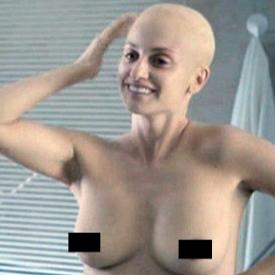Пенелопе Крус с гола глава